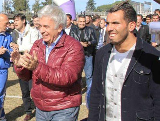 Carlitos acudió a un acto político organizado por el gobernador José Manuel de la Sota.