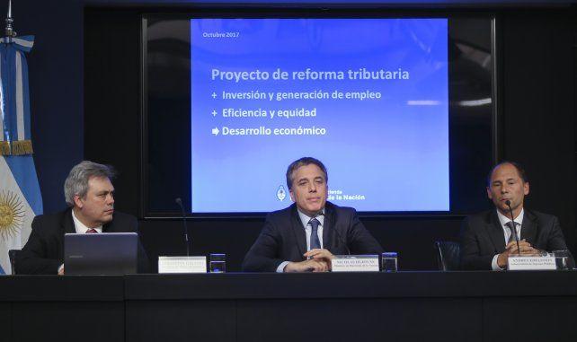 Dujovne anunció una amplia reforma para reducir la presión tributaria en cinco años