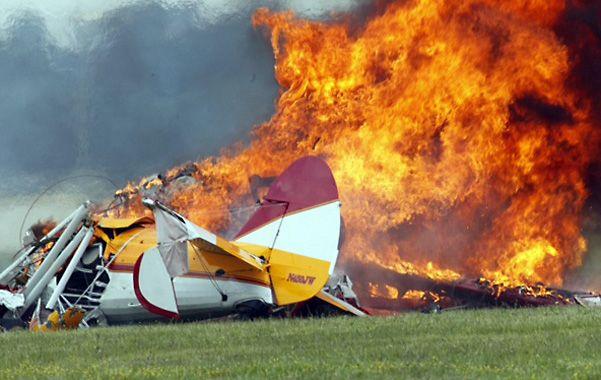 Impresionante. El Stearman en llamas en la pista de Dayton.