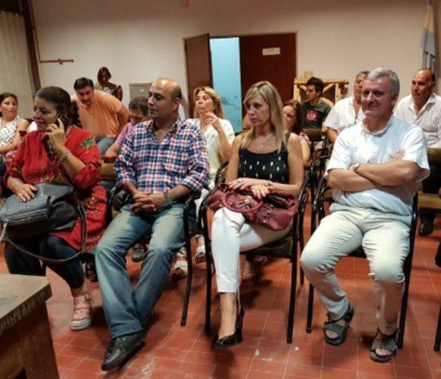 Participación. La legisladora nacional Sacnun asistió y fue parte activa de la asamblea ciudadana en Rufino.