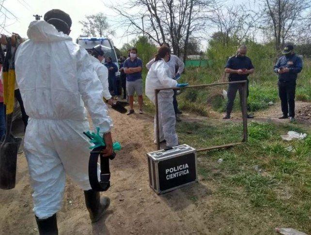 La autopsia reveló que el indigente asesinado recibió golpes en la cabeza y puñaladas y luego fue enterrado cuando aún estaba con vida