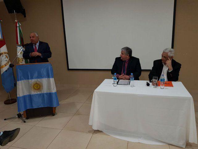 Diálogo. El presidente de la Corte acompañó la charla de Enrique Zuleta.