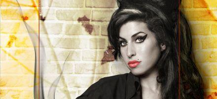 La cantante Amy Winehouse abandona el hospital en Londres