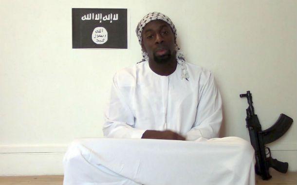 Famoso. El terrorista Amady Coulibaly en su video póstumo. Un marginal que pasó a ser conocido en todo el mundo.