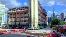 El edificio de la Escuela Primaria Lagena, que tiene cinco pisos y fue construido en 1935, fue trasladado a 61.7 metros.