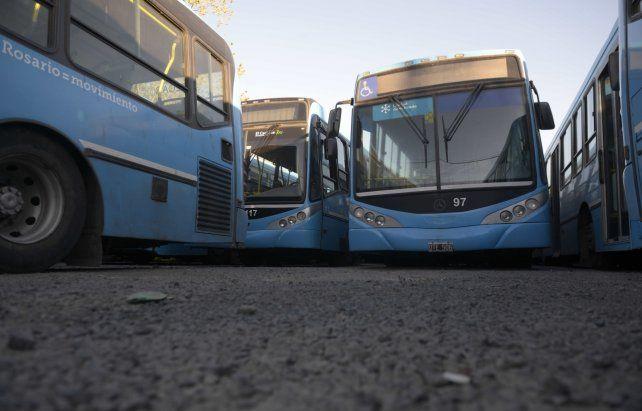 Las unidades del transporte urbano de colectivos permanecerán otra vez en los predios de las empresas
