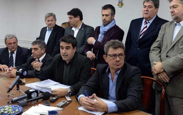 Unidos. Los legisladores justicialistas durante la presentación del proyecto.