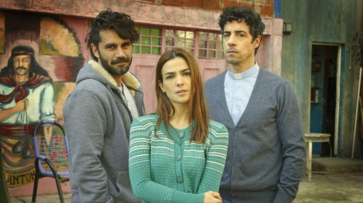 Los personajes de Gonzalo Heredia, Agustina Cherri y Esteban Lamothe, en un triángulo amoroso.
