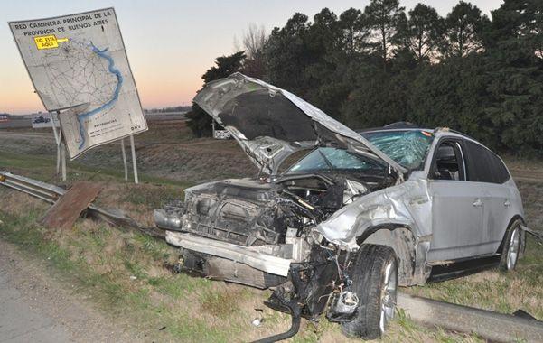 Fuera de control. La camioneta despistó y los ocupantes fueron despedidos. Calculan que no llevaban cinturón.