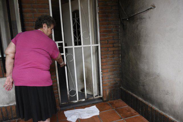 Una familia de barrio La Cerámica denunció reiterados ataques con bombas molotov
