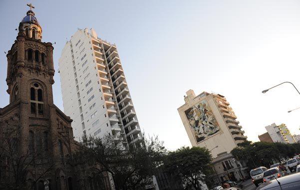Contrastes. El crecimiento urbano de Rosario genera estas postales