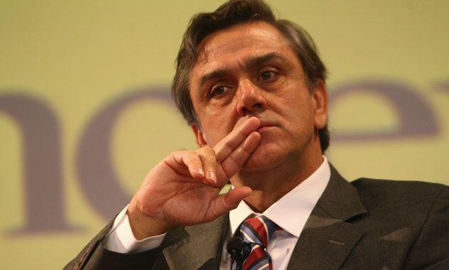 Remezón. La sorpresiva renuncia de Longueira a la candidatura presidencial dejó acéfala a la derecha chilena.