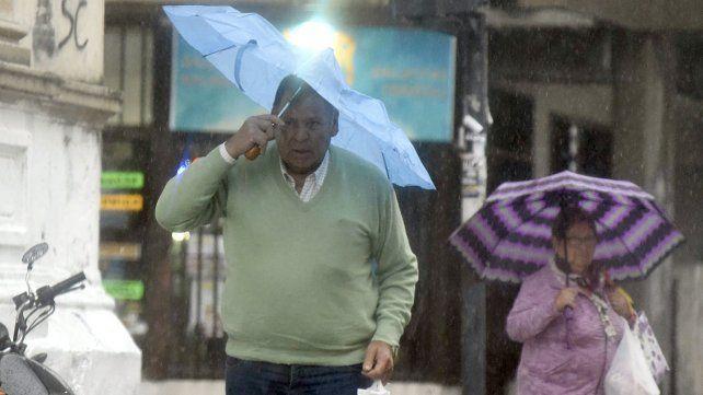 Este miércoles 7 de julio arrancó con lluvias. Habrá que salir con paraguas