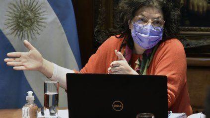 La ministra de Salud, Carla Vizzotti, está en Reino Unido para compartir información sobre la pandemia.