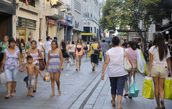 Consumo. Comerciantes buscan aumentar las ventas en las fiestas.