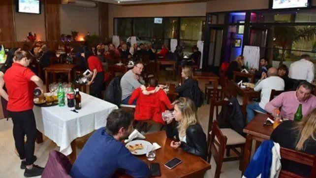 Melincué, con sus 15 emprendimientos gastronómicos, se convirtió en un polo de atracción para todo el sur santafesino. Previo a las restricciones, miles de visitantes por fin de semana visitaban la histórica localidad de 2 mil habitantes.