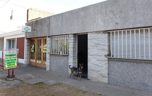 el lugar. El quiosco donde Juan Carlos Langone fue herido de un balazo en el estómago. Está en estado crítico.