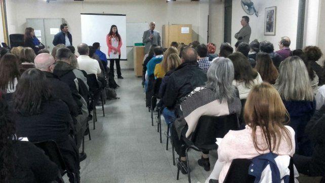 El viernes en el colegio Las Heras hubo una extensa reunión.