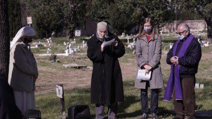 Referentes religiosos y de movimientos sociales realizaron en el cementerio La Piedad una ceremonia en contra de la violencia.