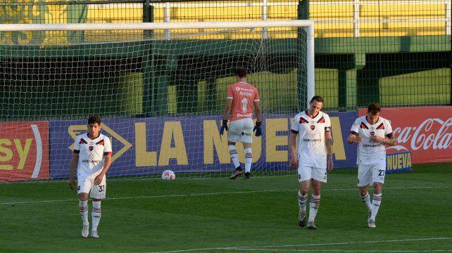 El 2º gol de Defensa y Justicia fue una falla más de Newells en el torneo.