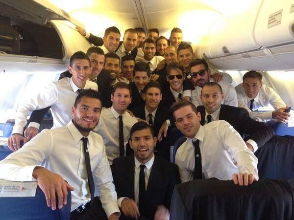 La foto que tomó Javier Mascherano en el avión que lleva a la selección argentina al Mundial de Brasil.