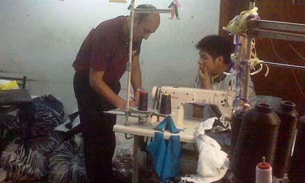 Talleres textiles de marcas reconocidas les cobraban a sus obreros para dormir