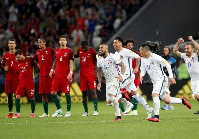 Contrastes. Todo Portugal sufre mientras Chile corre rumbo a la celebración.