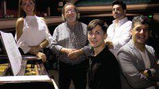 Cuerdas y Vocales. El espectáculo cuenta con la producción y puesta en escena de Hugo Méndez (centro).