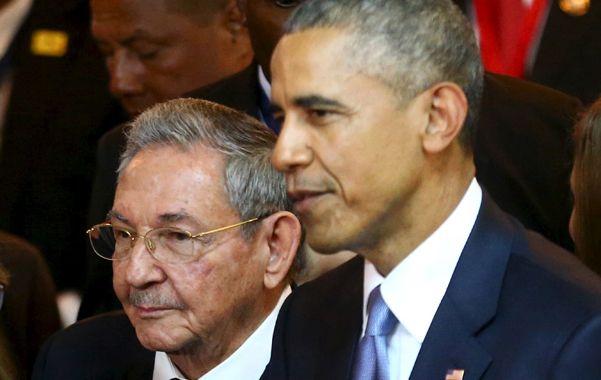 Gran paso. Raúl Castro y Obama formalizaron el histórico acercamiento en la Cumbre de las Américas de Panamá.
