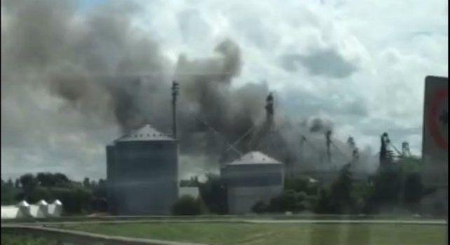 Alarma por un incendio en un criadero de pollos en el acceso sur a San Lorenzo