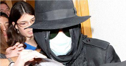 Michael Jackson salió a comprar discos con su rostro totalmente cubierto
