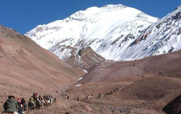 Los andinistas habían emprendido el viernes la escalada en busca de la cumbre del cerro.