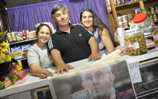 En familia. Julio y sus hijas Josefina y Candela