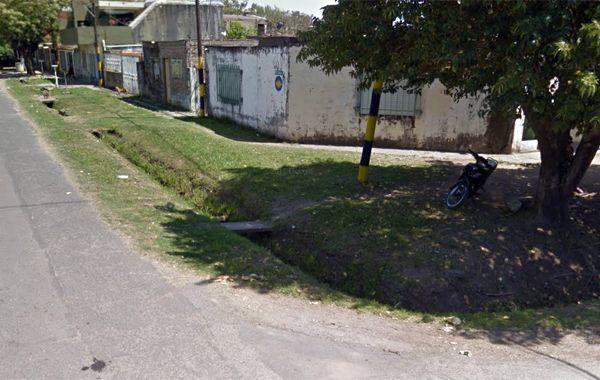 La víctima cayó muerta en el lugar del ataque. (imagen: captura de Street View)
