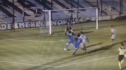 Argentino se puso en ventaja con gol de Sosa a los 61, tras una buena incursión de Báez.
