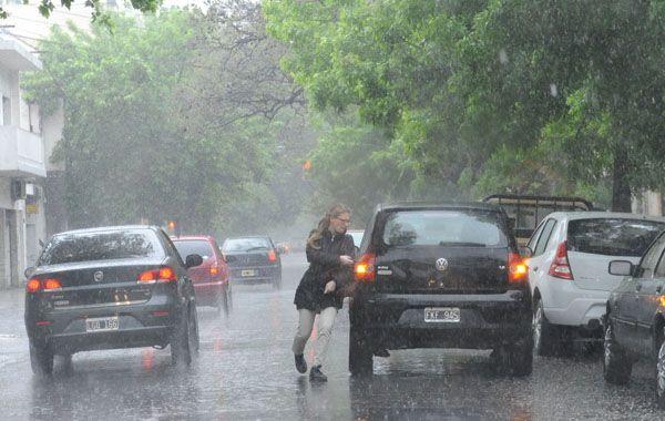 Cesó el alerta meteorológico pero se anuncian lluvias para toda la jornada