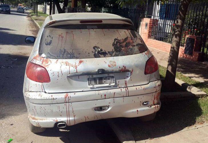 Manchas de sangre. El vecino del barrio Cerro Norte desenfundó el sable y enfrentó a los ladrones.