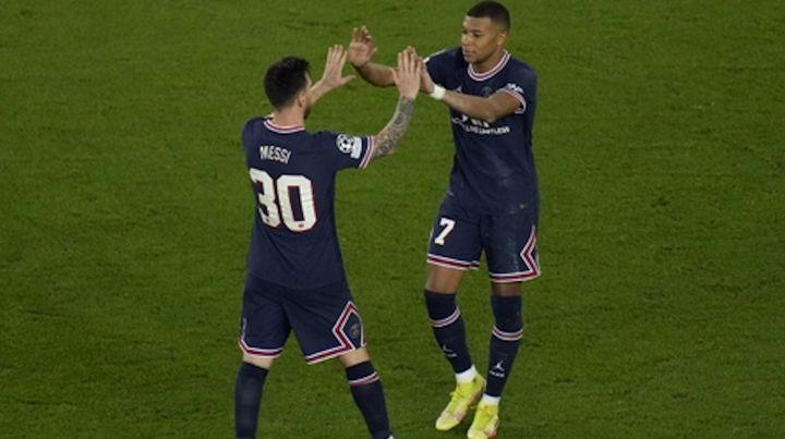 Messi anotó su primer gol a los 66 minutos luego de la asistencia de Mbappé, figura del partido.