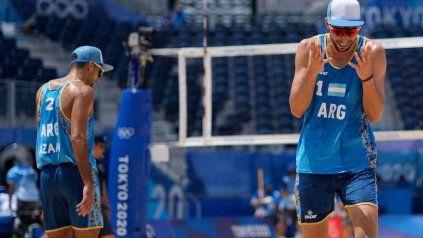 Nico Capogrosso lamenta una mala jugada. Fue el debut olímpico del rosarino, junto a Azaad.