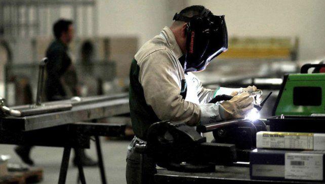 La actividad económica bajó 13,2 por ciento interanual durante julio
