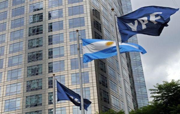 El juez Bonadío allana oficinas del Ministerio de Planificación Federal, YPF y Enarsa