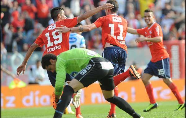 Los jugadores de Independiente festejan el gol de Passini