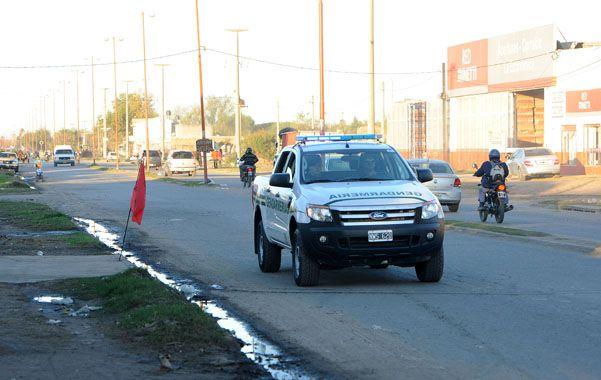 Patrullaje. Un móvil de la fuerza nacional recorre la conflictiva calle Soldado Aguirre
