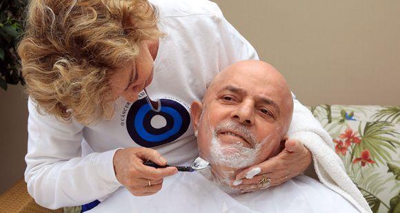Lula se hizo afeitar y cortar el pelo por su mujer antes de empezar su tratamiento contra el cáncer