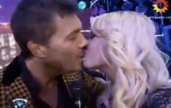 Tinelli sigue los consejos de Roberto Galán y besó a trece bailarinas
