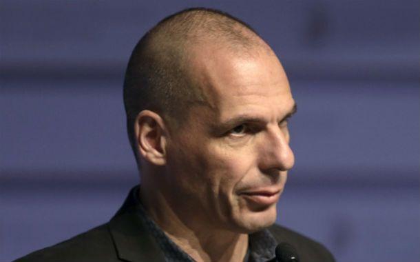 En apuros. Varoufakis durante la tensa cumbre de Riga