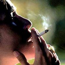 A las mujeres les cuesta más dejar de fumar que a los hombres porque temen engordar