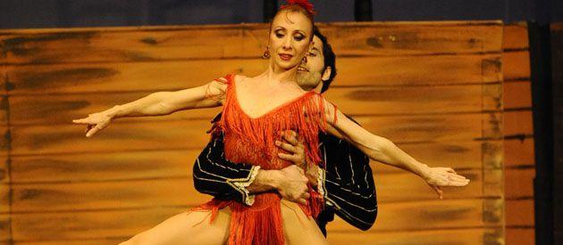 Eleonora Cassano y el primer bailarín en Carmen de Bizet. (Foto: Sebastián Suárez Meccia)