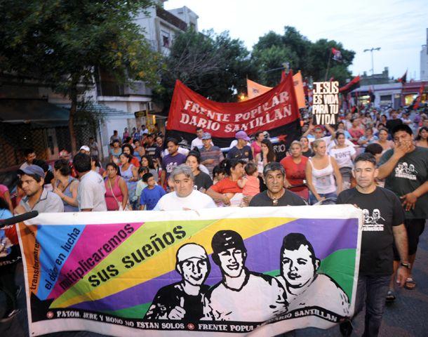 Familiares y amigos protagonizaron ayer una masiva marcha de antorchas. (Foto: G. de los Ríos)