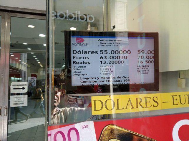 El dólar cotizaba a 59 pesos para la venta sobre el cierre de la jornada